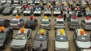 Comercio / Consumidores aproveitam a reta final de IPI reduzido dos veiculos no Feirao da Fiat na Expominas
