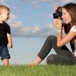 Pais postam quase mil fotos dos filhos nas redes sociais até os 5 anos, diz estudo